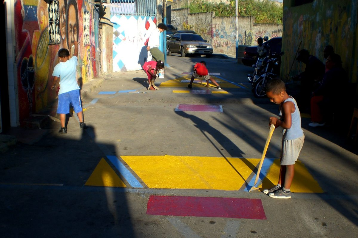 Intervention in La Ceiba, a neighbourhood of San Agustín, with a colourful painted hopscotch in one of the alleys.